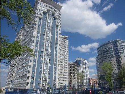 Продам четырехкомнатную квартиру на 18-м этаже 21-этажного дома площадью 150 кв. м. в Самаре
