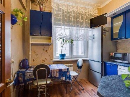 Сдам на длительный срок однокомнатную квартиру на 2-м этаже 4-этажного дома площадью 42 кв. м. в Екатеринбурге
