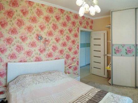 Сдам на длительный срок двухкомнатную квартиру на 2-м этаже 5-этажного дома площадью 46 кв. м. в Грозном