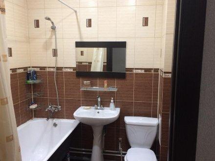 Сдам на длительный срок однокомнатную квартиру на 3-м этаже 13-этажного дома площадью 45 кв. м. в Москве