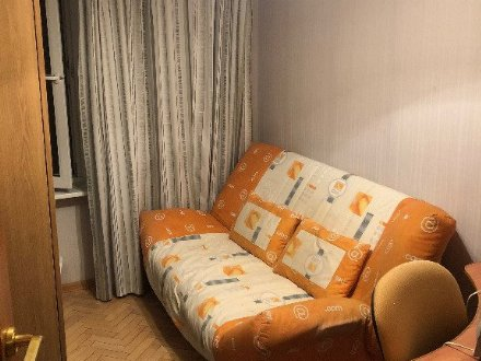 Сдам на длительный срок двухкомнатную квартиру на 2-м этаже 5-этажного дома площадью 48 кв. м. в Санкт-Петербурге