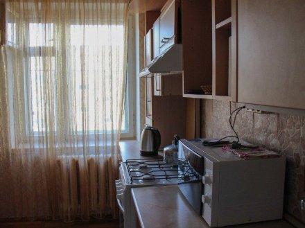 Сдам на длительный срок однокомнатную квартиру на 4-м этаже 12-этажного дома площадью 46 кв. м. в Москве