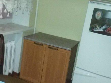 Сдам на длительный срок двухкомнатную квартиру на 2-м этаже 4-этажного дома площадью 47 кв. м. в Грозном