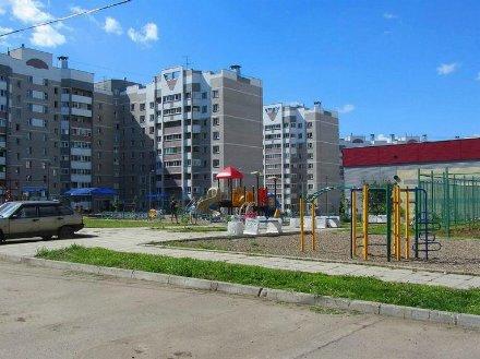 Продам трехкомнатную квартиру на 8-м этаже 9-этажного дома площадью 60 кв. м. в Кирове