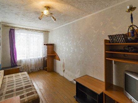 Продам трехкомнатную квартиру на 1-м этаже 5-этажного дома площадью 53 кв. м. в Екатеринбурге