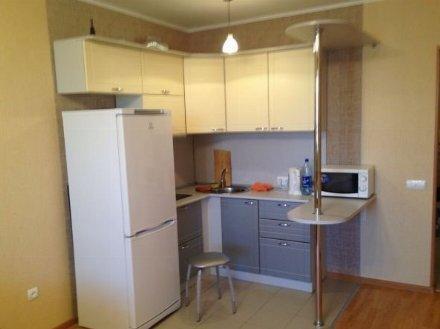 Сдам на длительный срок однокомнатную квартиру на 10-м этаже 14-этажного дома площадью 37 кв. м. в Томске