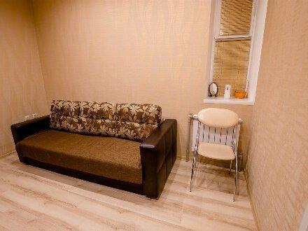 Сдам посуточно однокомнатную квартиру на 1-м этаже 8-этажного дома площадью 10 кв. м. в Курске