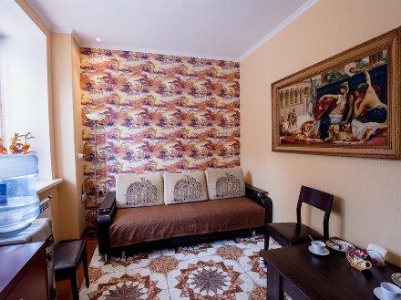 Сдам посуточно двухкомнатную квартиру на 1-м этаже 8-этажного дома площадью 42 кв. м. в Курске