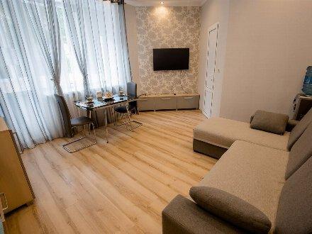 Сдам посуточно однокомнатную квартиру на 1-м этаже 8-этажного дома площадью 42 кв. м. в Курске