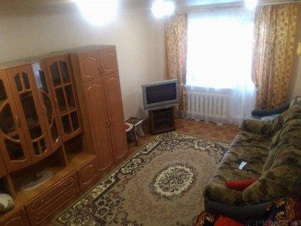 Сдам посуточно однокомнатную квартиру на 1-м этаже 9-этажного дома площадью 46 кв. м. в Самаре