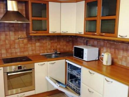 Сдам на длительный срок однокомнатную квартиру на 4-м этаже 11-этажного дома площадью 440 кв. м. в Санкт-Петербурге