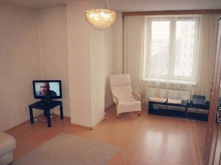 Сдам посуточно двухкомнатную квартиру на 5-м этаже 10-этажного дома площадью 54 кв. м. в Архангельске