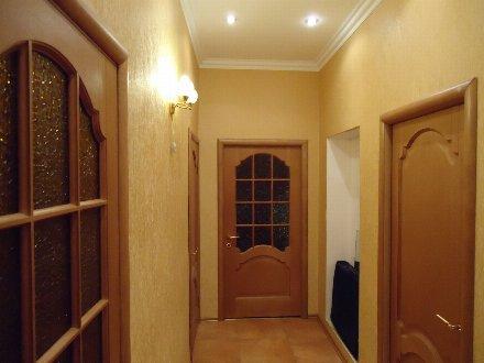 Продам четырехкомнатную квартиру на 3-м этаже 4-этажного дома площадью 116 кв. м. в Владикавказе