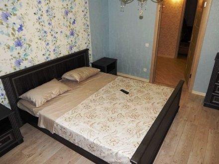 Сдам на длительный срок двухкомнатную квартиру на 4-м этаже 4-этажного дома площадью 60 кв. м. в Санкт-Петербурге