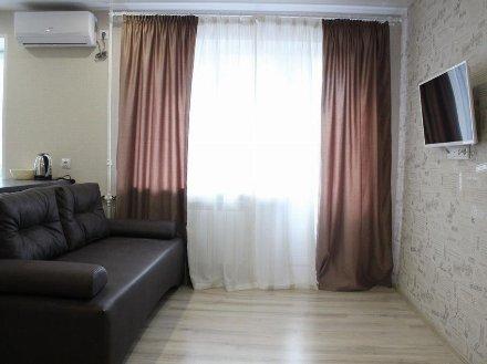 Сдам на длительный срок двухкомнатную квартиру на 5-м этаже 9-этажного дома площадью 45 кв. м. в Владивостоке