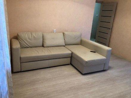 Сдам на длительный срок однокомнатную квартиру на 2-м этаже 5-этажного дома площадью 41 кв. м. в Биробиджане