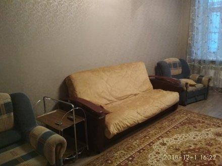 Сдам на длительный срок двухкомнатную квартиру на 3-м этаже 5-этажного дома площадью 49 кв. м. в Калуге