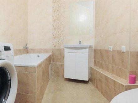 Сдам на длительный срок однокомнатную квартиру на 11-м этаже 17-этажного дома площадью 42 кв. м. в Москве