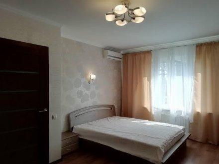 Сдам на длительный срок однокомнатную квартиру на 7-м этаже 16-этажного дома площадью 40 кв. м. в Москве