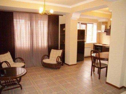 Сдам на длительный срок двухкомнатную квартиру на 3-м этаже 4-этажного дома площадью 60 кв. м. в Краснодаре