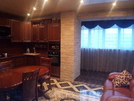 Продам двухкомнатную квартиру на 14-м этаже 16-этажного дома площадью 77 кв. м. в Краснодаре