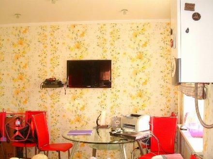 Продам двухкомнатную квартиру на 1-м этаже 5-этажного дома площадью 58 кв. м. в Курске
