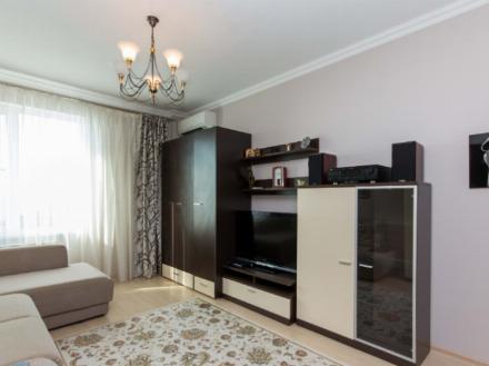 Сдам на длительный срок однокомнатную квартиру на 4-м этаже 14-этажного дома площадью 39 кв. м. в Хабаровске