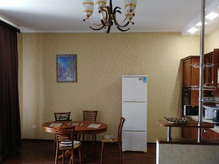 Сдам на длительный срок однокомнатную квартиру на 4-м этаже 12-этажного дома площадью 39 кв. м. в Хабаровске