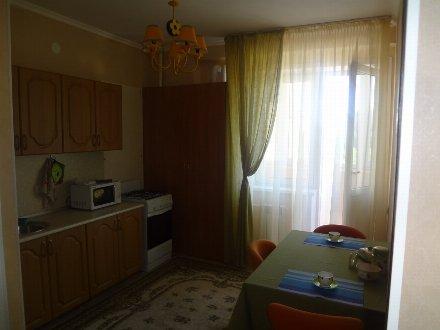 Сдам на длительный срок однокомнатную квартиру на 4-м этаже 9-этажного дома площадью 45 кв. м. в Астрахани