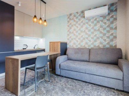 Сдам посуточно однокомнатную квартиру на 7-м этаже 25-этажного дома площадью 65 кв. м. в Владивостоке
