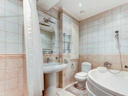 Сдам посуточно двухкомнатную квартиру на 5-м этаже 10-этажного дома площадью 65 кв. м. в Владивостоке