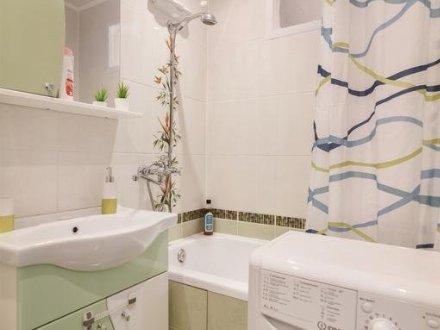 Сдам посуточно двухкомнатную квартиру на 6-м этаже 21-этажного дома площадью 65 кв. м. в Владивостоке