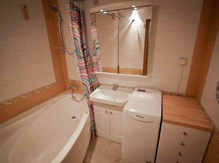 Сдам посуточно однокомнатную квартиру на 4-м этаже 9-этажного дома площадью 36 кв. м. в Владивостоке