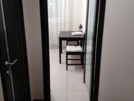 Сдам посуточно однокомнатную квартиру на 8-м этаже 9-этажного дома площадью 40 кв. м. в Владивостоке