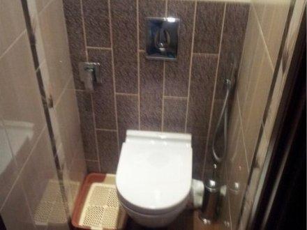 Продам двухкомнатную квартиру на 3-м этаже 5-этажного дома площадью 60 кв. м. в Москве