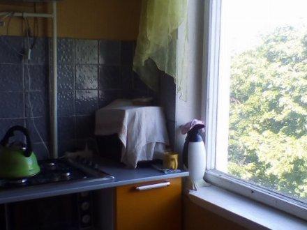 Продам трехкомнатную квартиру на 6-м этаже 12-этажного дома площадью 65 кв. м. в Москве