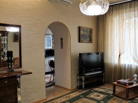 Продам трехкомнатную квартиру на 4-м этаже 5-этажного дома площадью 101.5 кв. м. в Санкт-Петербурге