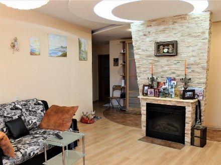 Продам трехкомнатную квартиру на 4-м этаже 15-этажного дома площадью 95 кв. м. в Санкт-Петербурге