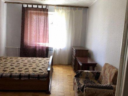 Сдам на длительный срок однокомнатную квартиру на 2-м этаже 9-этажного дома площадью 37 кв. м. в Москве