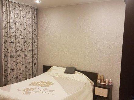 Сдам на длительный срок трехкомнатную квартиру на 4-м этаже 14-этажного дома площадью 65 кв. м. в Москве