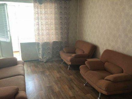 Сдам на длительный срок двухкомнатную квартиру на 2-м этаже 8-этажного дома площадью 54 кв. м. в Москве