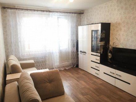 Сдам на длительный срок однокомнатную квартиру на 2-м этаже 8-этажного дома площадью 37 кв. м. в Москве