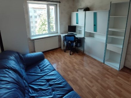 Продам трехкомнатную квартиру на 4-м этаже 10-этажного дома площадью 72,1 кв. м. в Санкт-Петербурге